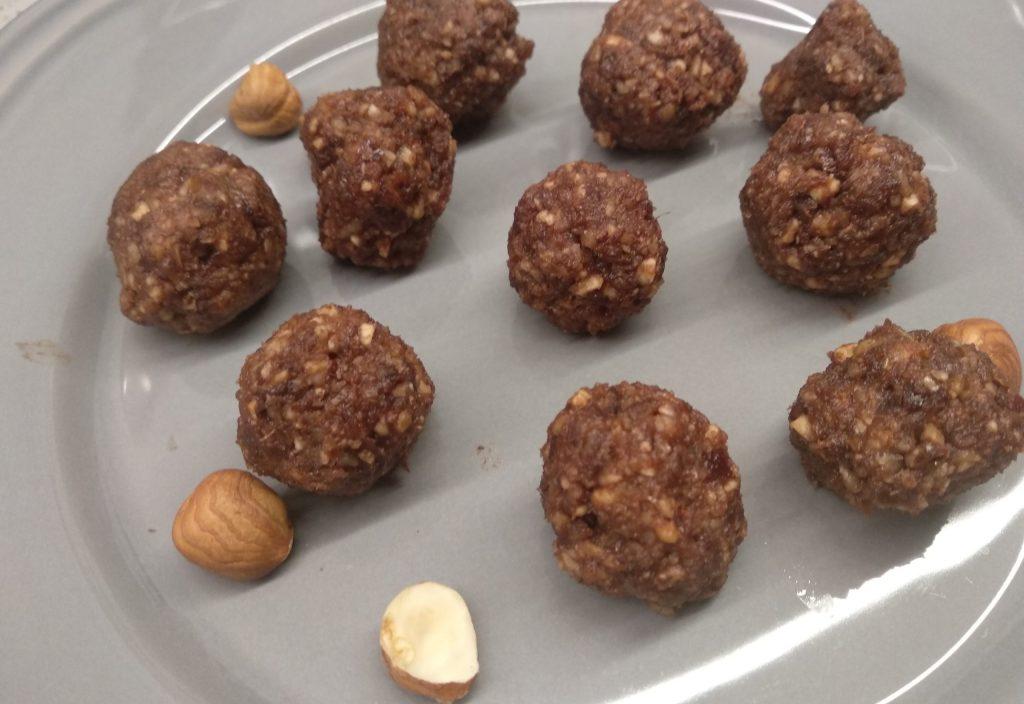 Kulki czekoladowo - orzechowe dla rocznego dziecka