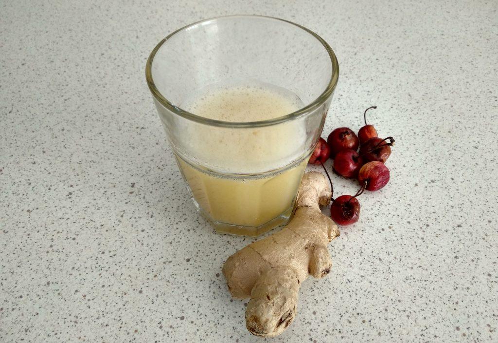 Imbirowy napój z acerolą