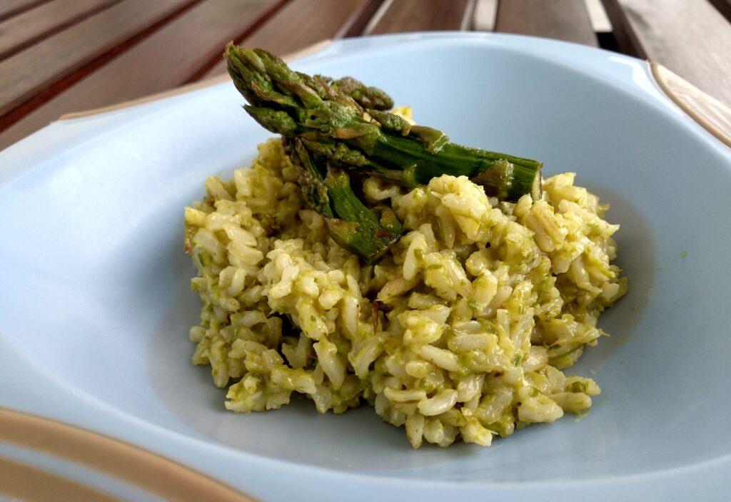 Brązowy ryż ze szparagami  dla niemowląt ala risotto