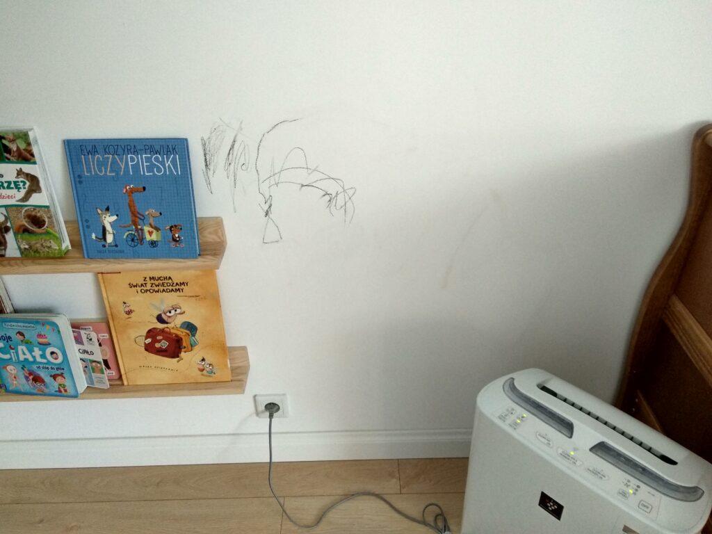 Jak usunąć/zmyć kredki ze ściany?